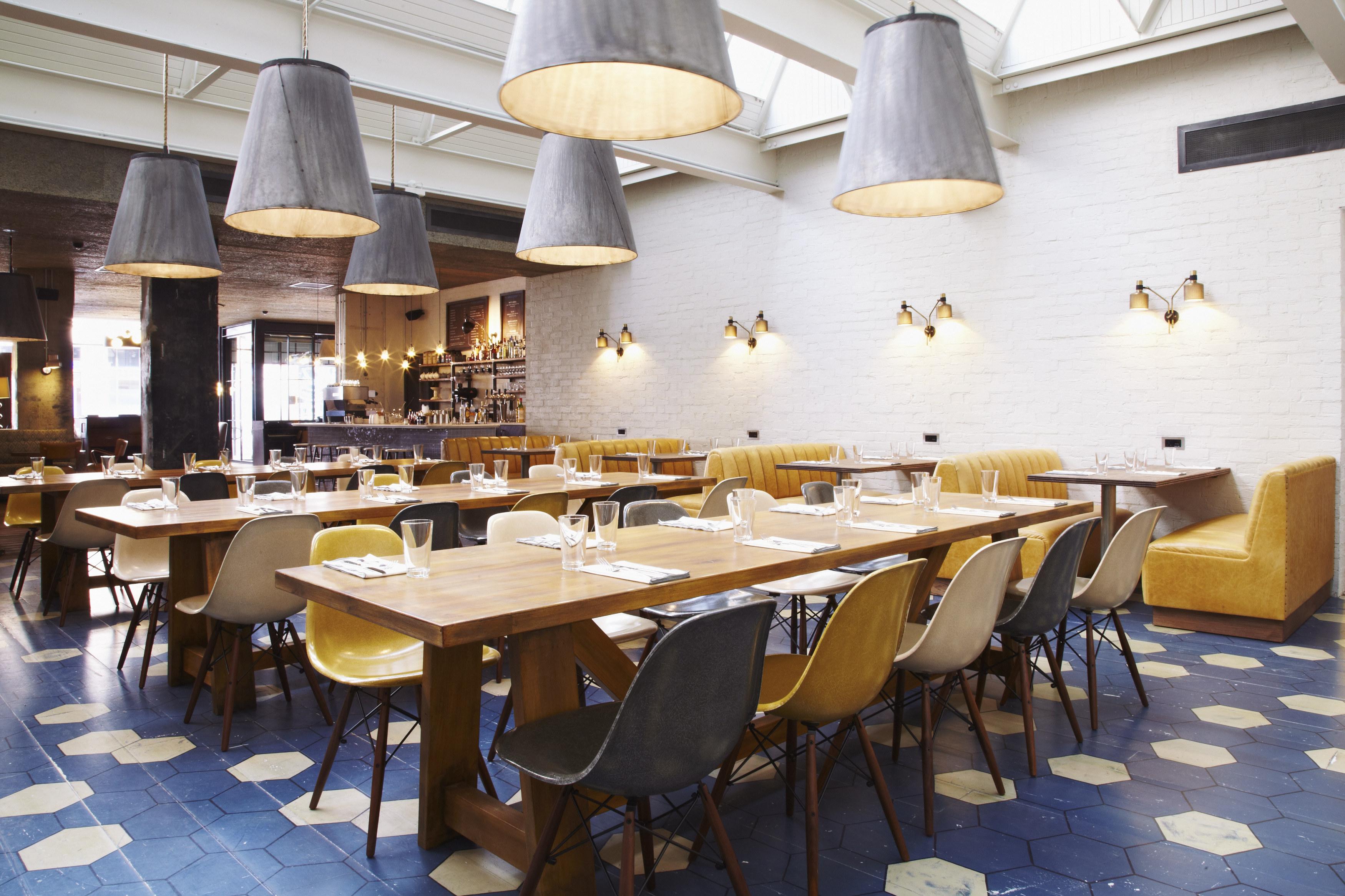 """Im """"Hubbard & Bell"""" (Restaurant und Bar), das von der Soho House Group betrieben wird, kann man sich ordentlich stärken."""