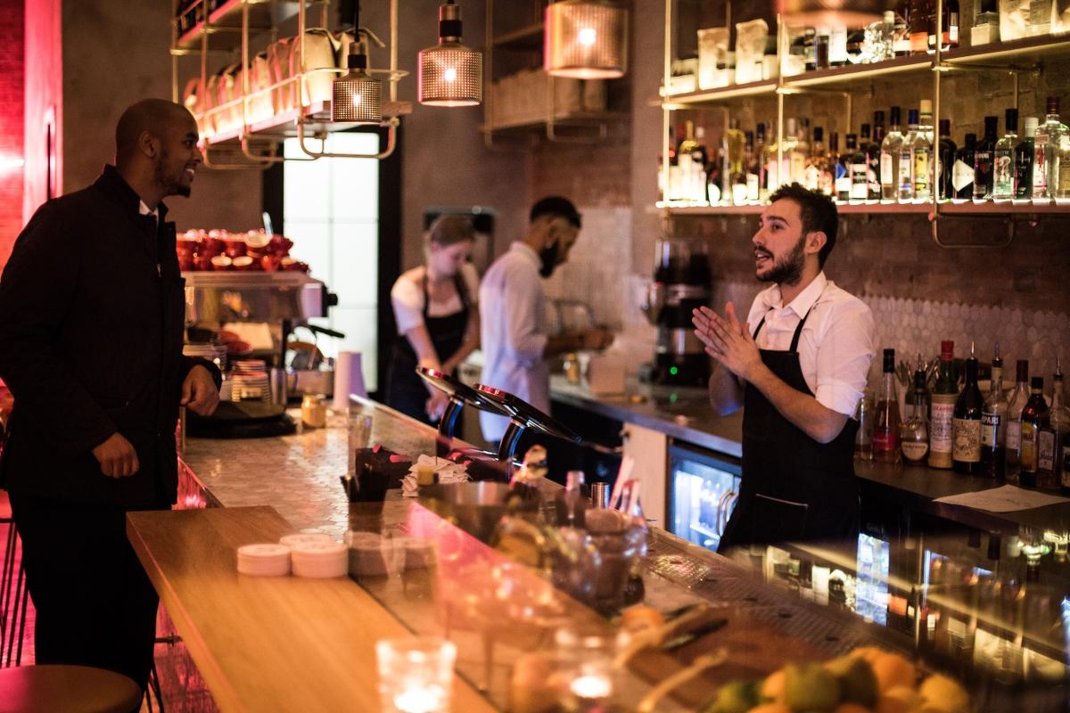 "Tagsüber Café, am Abend Cocktailbar: Das ""Holborn Grind"" ganz in der Nähe des Hotels. | © The Hoxton, Holborn"